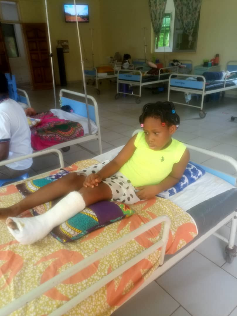 Nana kurz nach ihrer Operation im Krankenhaus.