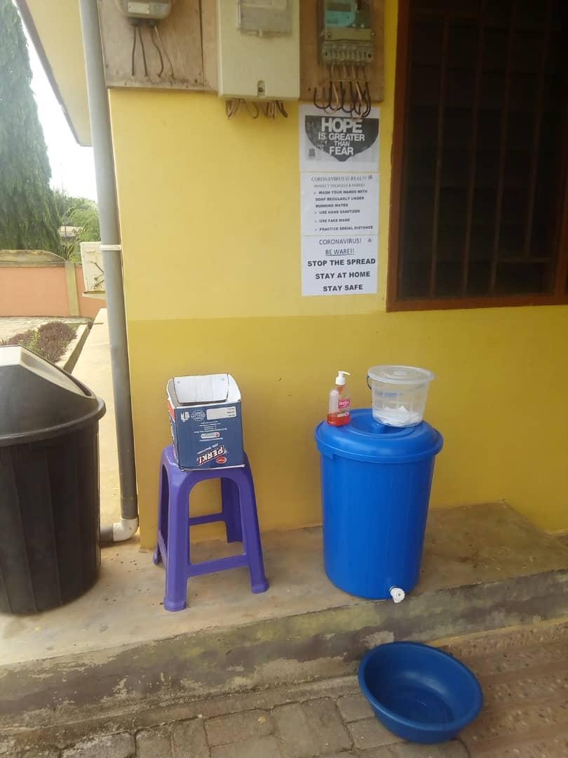 Möglichkeit zum Händewaschen am Eingang des Rehazentrums